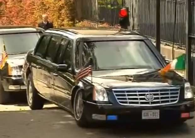La limousine di Obama rimane incastrata