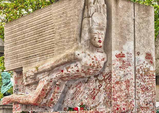 La tomba di Oscar Wilde a Parigi