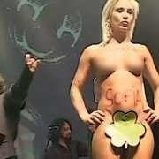 Giglian nuda per Sofia durante il concerto di Cisco a Padova