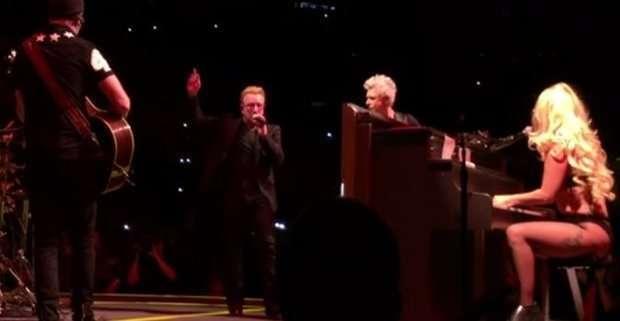 Lady Gaga seminuda duetta con Bono