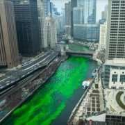 Chicago colora il fiume di verde (FOTO E VIDEO)