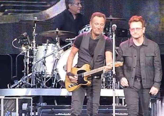 """Bruce Springsteen e Bono cantano """"Because the Night"""" a Dublino"""