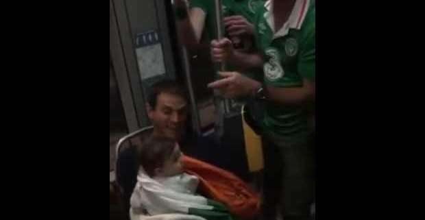 Tifosi irlandesi sul tram cantano ninna nanna a bambino francese