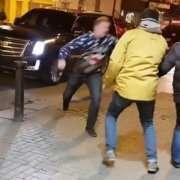Conor McGregor sorprende fan appassionati di lotta per le strade di Dublino