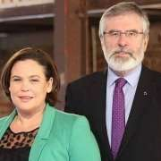 Mary Lou McDonald e Gerry Adams